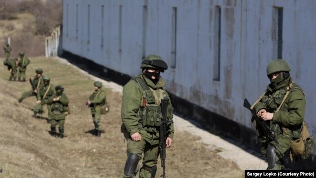 Російські військові у Перевальному (Крим), 2014 рік
