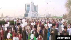 Торжественное шествие в Дашогузе, (архивное фото)
