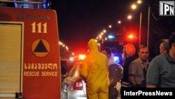 Рятувальні служби на місці витоку хлору на околиці Тбілісі ввечері 3 липня 2012 року