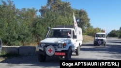 Чаще всего Красный Крест организует встречи родителей с осужденными одновременно в Тбилиси и Цхинвале – так удобнее чисто с организационной точки зрения