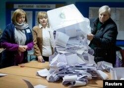 Подсчет голосов на избирательном участке в Кишиневе