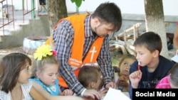 Волонтеры-протестанты работают с детьми в Мироновском
