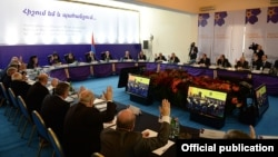 Armenia - President Serzh Sarkisian chairs a meeting of a state commission on the 100th anniversary of the Armenian genocide, Yerevan, 29Jan2015.
