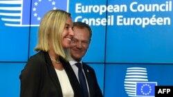 Италия сыртқы істер министрі Федерика Могерини (сол жақта) мен Польша премьер-министрі Дональд Туск. Брюссель, 30 тамыз 2014 жыл.