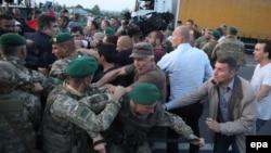 Саакашвили тарафдорлари чегарада полиция ва чегарачилар билан тўқнашди.