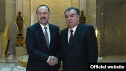 Глава Таджикистана Эмомали Рахмон и премьер-министр Узбекистана Абдулла Арипов. Душанбе, 10 января 2018 года. Фото из официального сайта президента РТ.