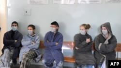 People suspected of carrying the H1N1 virus wait to be examined at a hospital in Minsk.