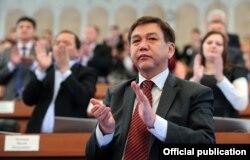 Эркин Олимбеков, вакили парлумони Қирғизистон