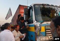 Жители территории Хайбер-Пахтунхва препятствуют доставке грузов НАТО в Афганистан