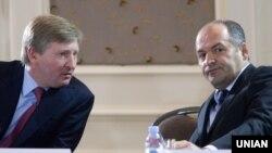 Зліва направо: олігархи Рінат Ахметов і Віктор Пінчук, які мають статус мільярдерів у цьогорічному списку журналу Forbes (архівне фото)