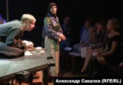 """Сцена из спектакля """"Чаинское восстание"""""""
