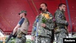 Павел Губарев выступает на митинге в июле 2014 года. Первые лидеры «русской весны» тогда еще живы и не отстранены от власти
