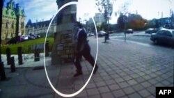تصویری که پلیس از روز حمله از مهاجم در اختیار رسانهها گذاشته است