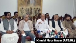 Pakistan -- Baluchistan: Chief Minister Dr.Malik Baluch press conference, October 1, 2013.