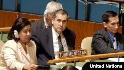 Diňlenişige gatnaşýanlaryň arasynda Türkmenistanyň BMG-däki ilçisi Aksoltan Ataýewa (çepde) hem bar. (Surat: 2005-nji ýyl)