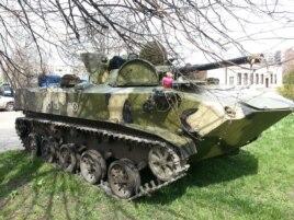 Украинская БМП, захваченная пророссийскими активистами под Славянском