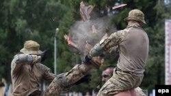 Trupat ukrainase gjatë ushtrimeve ushtarake në Lviv, 2 gusht 2016