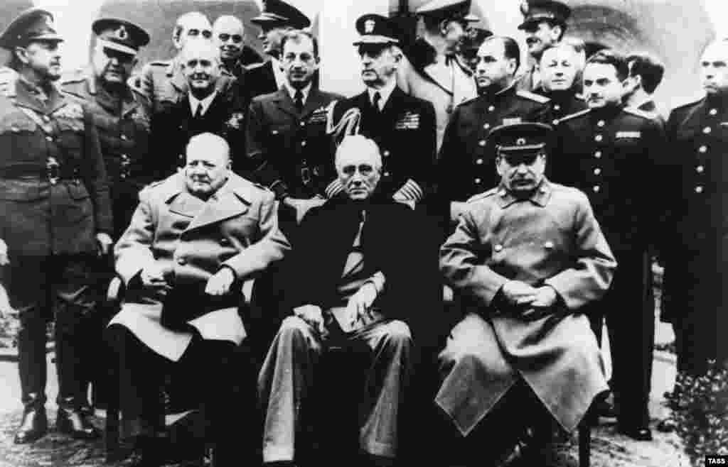 Рузвельт покинул Крым 12 февраля. А Черчилль задержался на два дня, чтобы посмотреть места боев британских войск в период Крымской войны 1853–1856 годов. Он покинул Крым 14 февраля