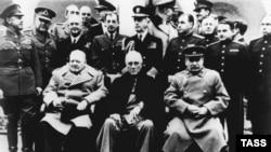 """""""Üç büyük adam"""", Yalta, 1945 senesi (Arhiv fotoresimi)"""