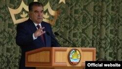 Тожикистон президенти ва миллат пешвоси Имомали Раҳмон.