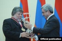 Steve Wozniak na dodjeli nagrade u Jerevanu, Armenija, 11. novembar 2011.