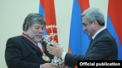 Armenia -- Co-founder of Apple Inc. Steve Wozniak receiving an IT prize from Armenian President Serzh Sarkisian in Yerevan, 11Nov2011