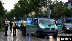 Polislər hadisə yerində
