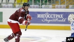 Аляксандар Лукашэнка гуляе ў хакей