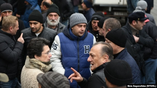 Лидер лейбористов Шалва Нателашвили и глава «Демократического движения» Нино Бурджанадзе на акции протеста в Тбилиси