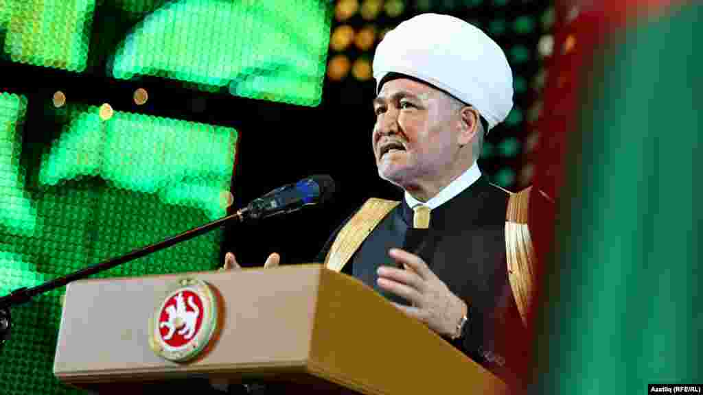 Festival president Mufti Ravil Gaynutdin speaks at the opening ceremony.