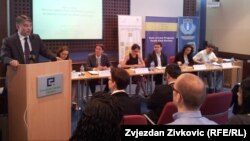 Panel-diskusiju je otvorio Željko Komšić