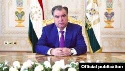 Претседателот на Таџикистан Емомали Рахмон