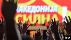 Архивска фотографија- Претседателот на ВМРО ДПМНЕ Никола Груевски зборува на про владин митинг во Скопје.
