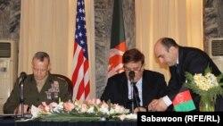 Gjatë nënshkrimit të marrëveshjes në Kabul...