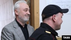 Леонид Меламед в здании Басманного суда. Москва, 3 июля 2015 года.
