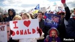 Трамптын жактоочуларынын Пенсильвания штатындагы демонстрациясы. 4-март, 2017-жыл.