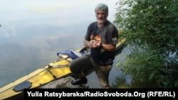 Мандрівник Сергій Гордієнко і його човен