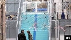 نظامیان ترکيه مسئوليت حفاظت از پل فلزی « لقمه جی » را بر عهده داشتند .