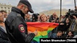 Пикет в защиту гомосексуалов в Санкт-Петербурге, архивное фото
