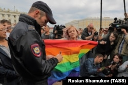 An LGBT activist stages a protest against hatred and intolerance in St. Petersburg. (file photo)