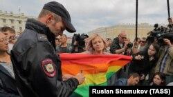 Rusiyada LGBT fəalı aksiya keçirir