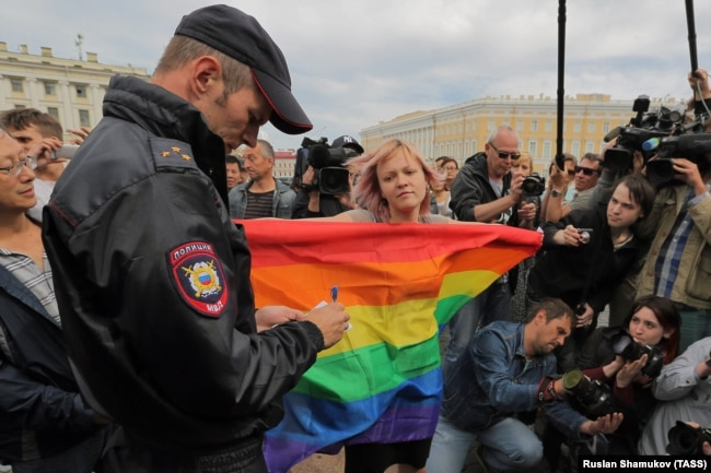 A Living Hell': Russia's 'Propaganda' Law Damaging LGBT Youth, HRW Finds