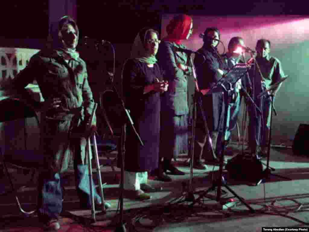نمایی از کنسرت گروه پیکولو در بیمارستان میلاد تهران
