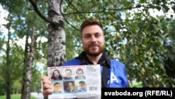 Андрэй Шаўлюга выйшаў з турмы на Акрэсьціна ў Менска. 4 жніўня 2020 году.