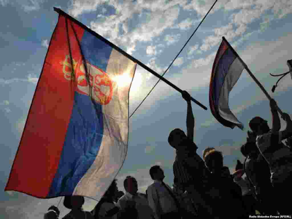 Nekoliko stotina građana Istočnog Sarajeva protestnom šetnjom izrazilo je nezadovoljstvo hapšenjem Ratka Mladića, jednog od najtraženijih haških optuženika. 27. maj 2011.