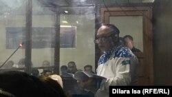 Журналист Амангельды Батырбеков зачитывает в суде текст заключения прессозащитной организации «Адил соз». Туркестан, 6 января 2020 года.