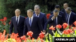 Саммит глав государств, входящих в СНГ. Казахстан представлен бывшим президентом Нурсултаном Назарбаевым, который сохраняет широкие полномочия, несмотря на отставку. Душанбе, 28 сентября 2018 года.