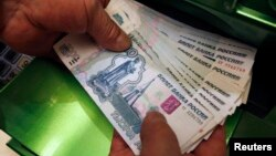 Российский рубль продолжает обновлять исторические минимумы