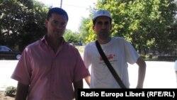 Primarul din Basarabeasca Valentin Cimpoieș și corespondentul Europei Libere Iulian Ciocan.