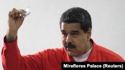 Presidenti i Venezuelës, Nikolas Maduro gjatë votimeve më 2017